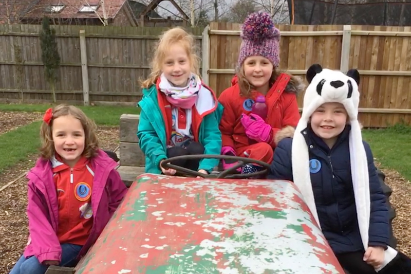 Lichfield Rainbows Have Fun At The Farm